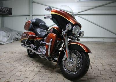 Harley-Davidson Touring Screamin Eagle Ultra Classic FLHTCUSE3
